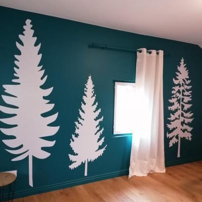Stickers, décoration murale, thème forêt de sapins, couleurs au choix.